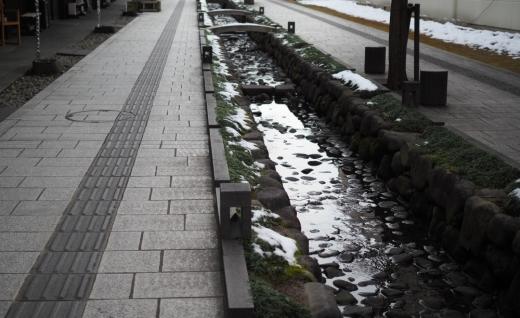 懐かしくも新しい木造建築「水の町屋七日町御殿堰」/ 建築で巡るやまがた(5)