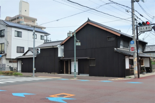 三田駅前の町家が複合施設になってリニューアル!