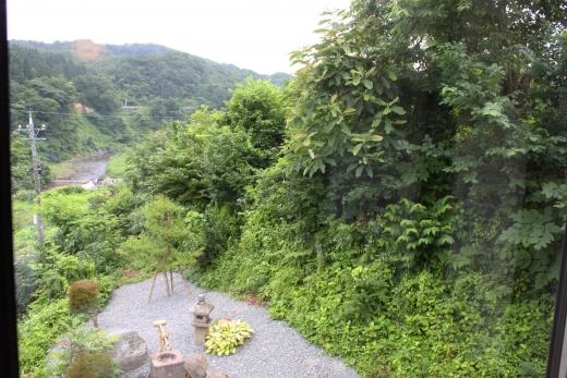 里山に浮遊する「とある丘」