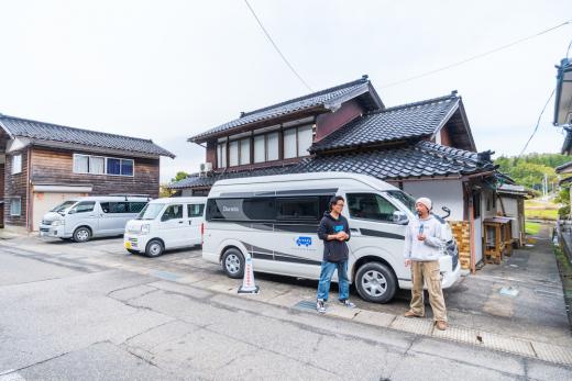 """""""住める""""駐車場「バンライフ・ステーション」が能登にオープン!"""