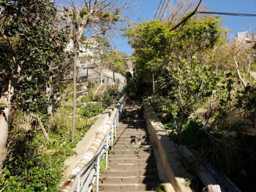 稲村ガ崎の聖地へ。階段150段の先の平屋 3,480万円