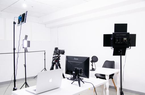 ちょっと撮影したいができる、小さな貸しスタジオ