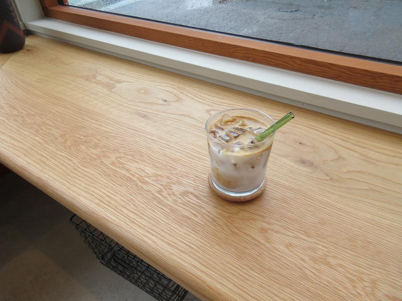 逗子のプールサイドに?「POOLSIDE COFFEE」場所ありきの店づくり