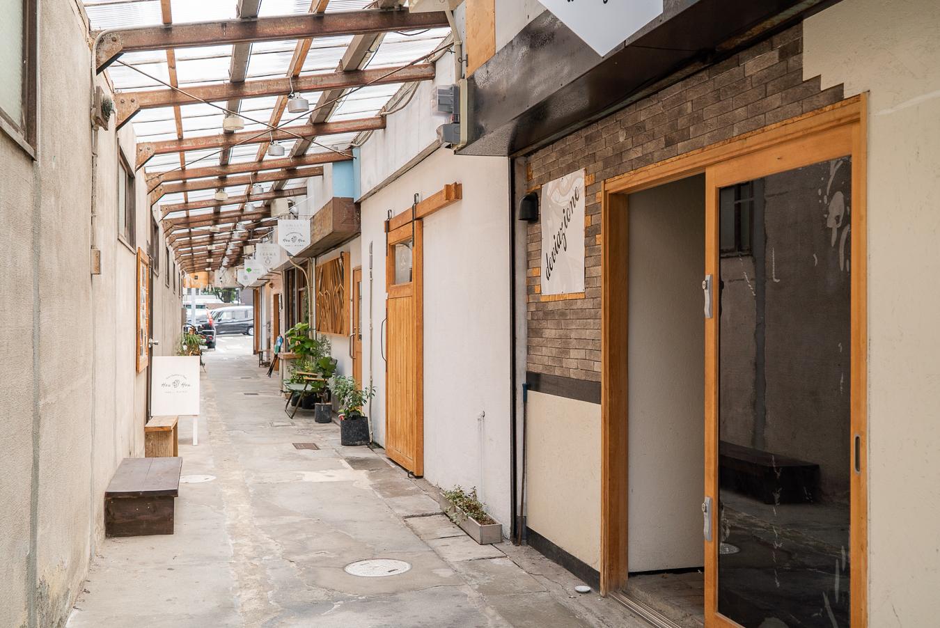 【 入居者募集!】10軒のお店がならぶリノベーション長屋「comichiかわらぐち」