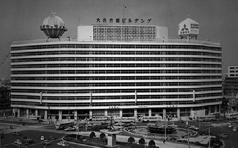 「大名古屋ビルヂング」マルシェ&芝生広がるスカイガーデン