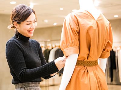 洋服サンプルの発注作業