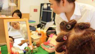 【ご自宅訪問理美容】研修充実、勤務形態も自由!美容師への再チャレンジを応援!