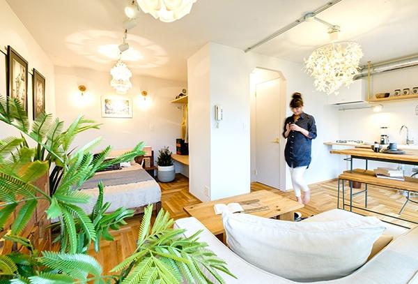 上品さと遊び心をミックス、部屋もファッションのように住みこなす