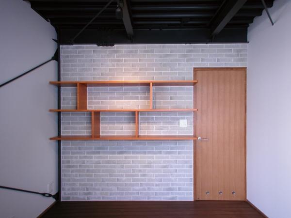 倉庫がスタジオに生まれ変わった元町の家