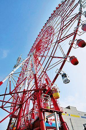 下から見たパレットタウン大観覧車(東京都/江東区)