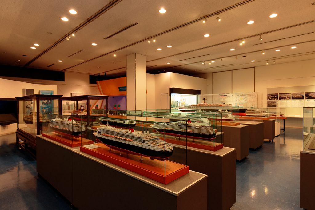 「現代から未来の神戸港」がテーマの1階の展示室/神戸海洋博物館(兵庫県)