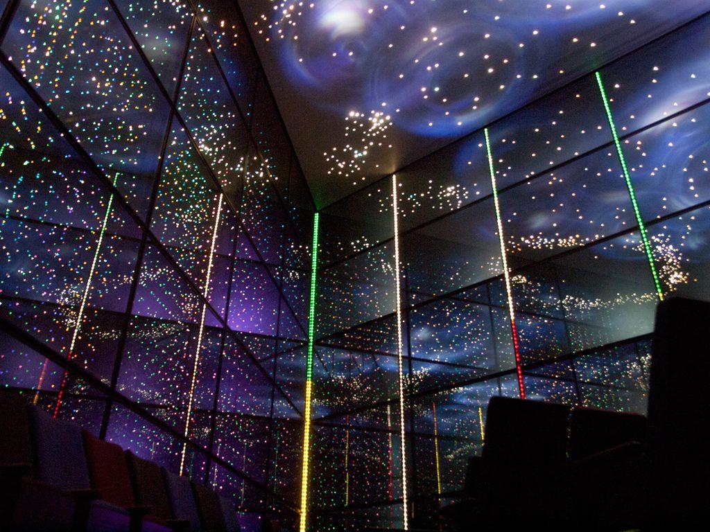 巨大な万華鏡の世界のようなカレイドシアター/あすたむらんど徳島(徳島県板野町)
