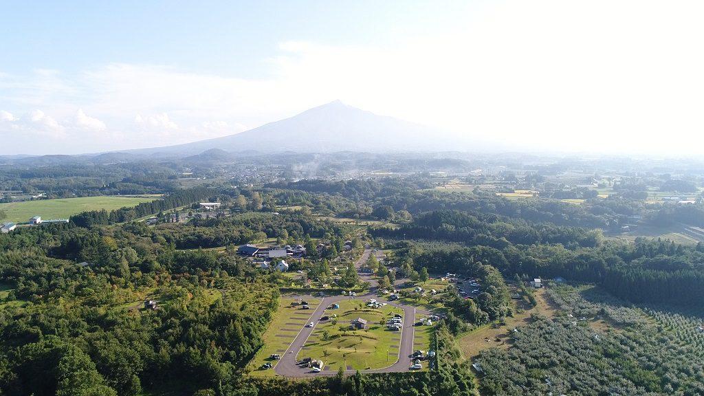 青森県の「つがる地球村」と岩木山(津軽富士)