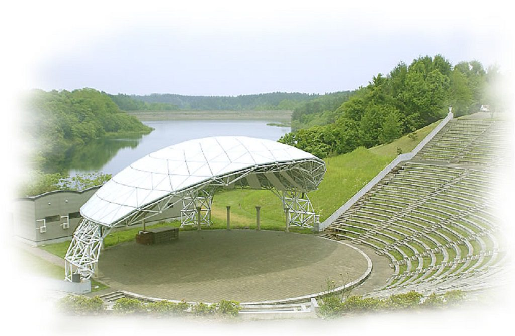 ローマのコロシアムをイメージした野外円形劇場/つがる地球村(青森県)