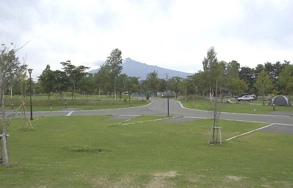 岩木山を望む広々としたオートキャンプ場/つがる地球村(青森県)