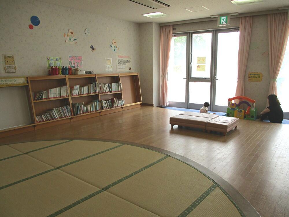 畳と床に分かれた広い乳幼児室/とだがわこどもランド(愛知県名古屋市)