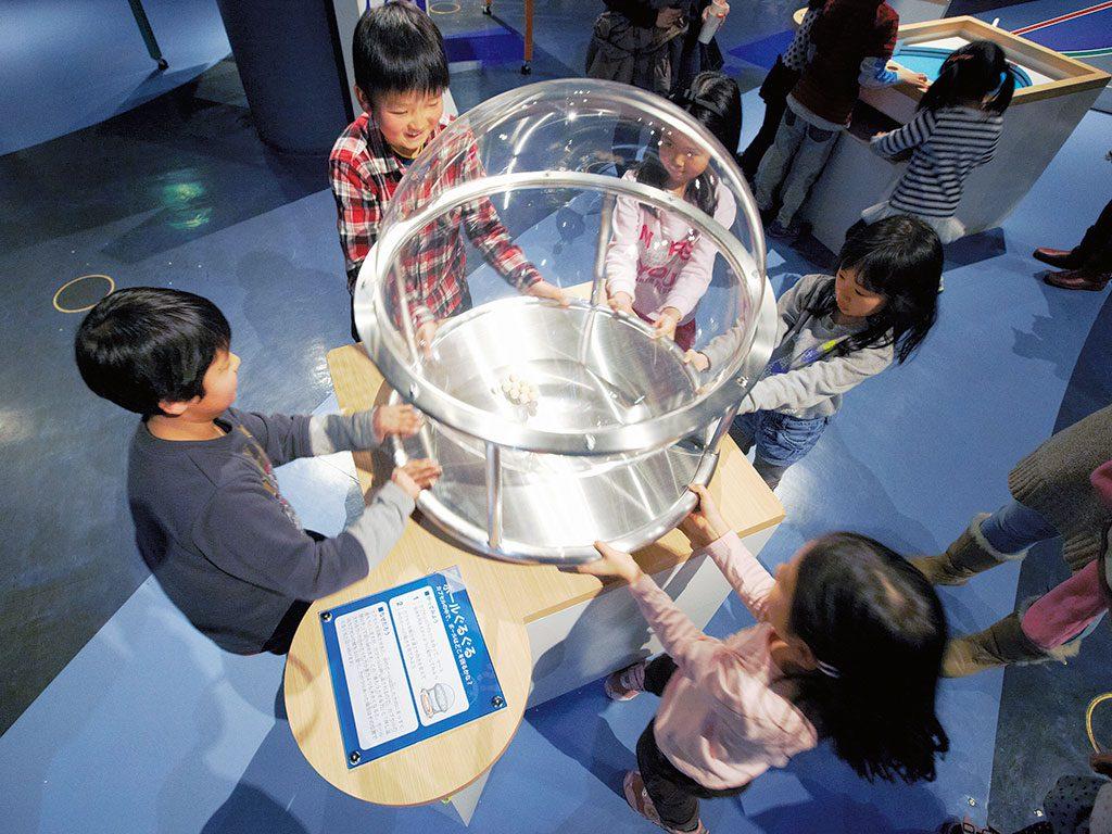 「チャレンジの部屋」での体験の様子/多摩六都科学館(東京都/西東京市)