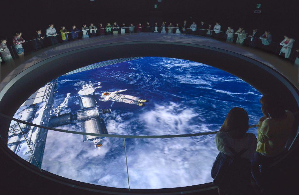 直径11mの穴から見下ろす「シアター宙(ソラ)」/宇宙ミュージアムTeNQ(テンキュー)(東京都/文京区)