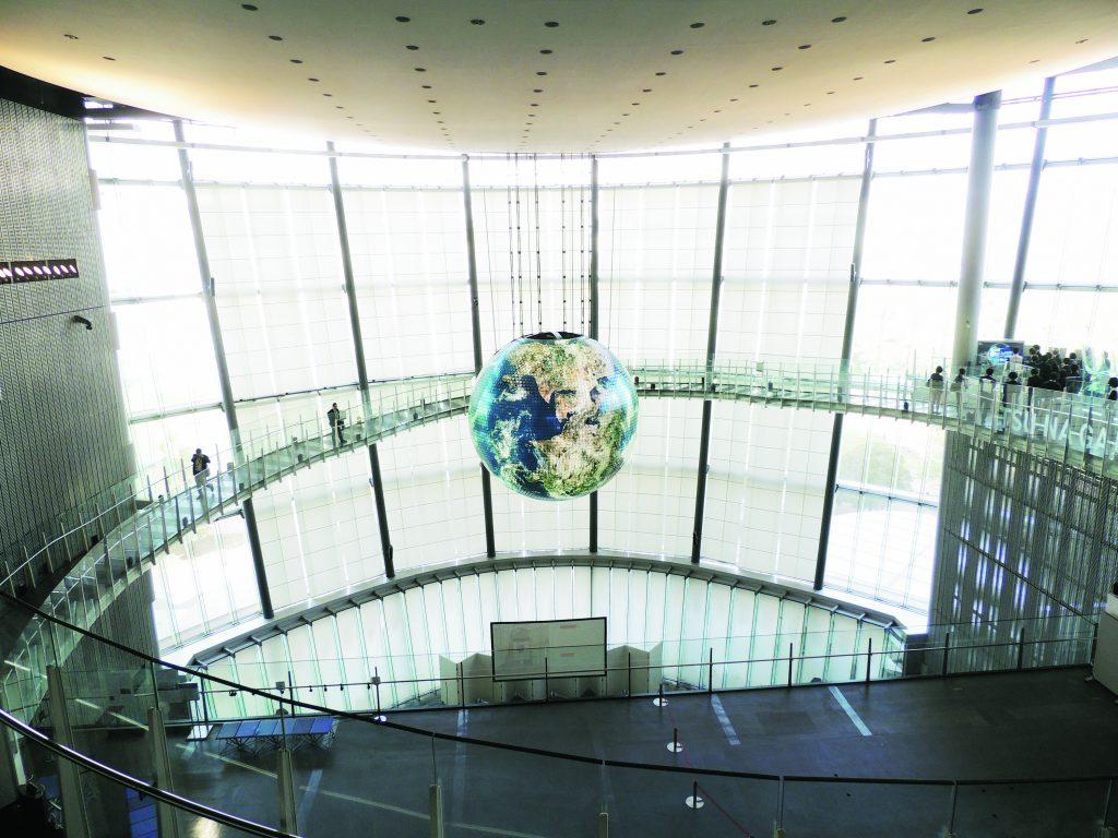 日本科学未来館のシンボルGeo-Cosmos(ジオ・コスモス)(東京都/江東区)