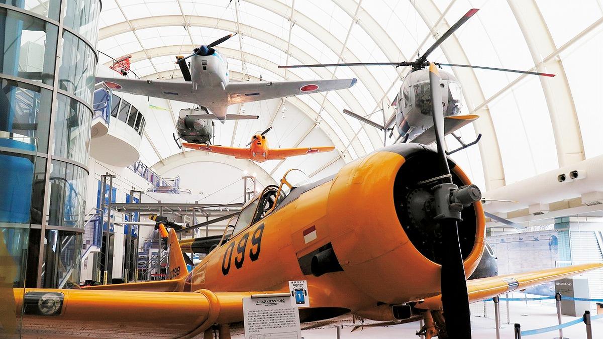 地上や空中に展示されている飛行機やヘリコプター/所沢航空発祥記念館(埼玉県/所沢市)