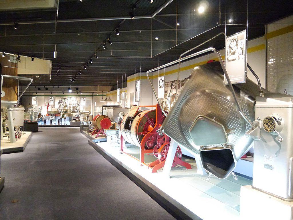 歴史館展示室の乳製品機器/雪印メグミルク 酪農と乳の歴史館・札幌工場(北海道/札幌市)
