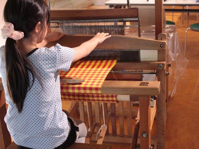 はた織り体験の様子/シルク博物館(神奈川県/横浜市)