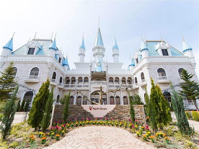 フランスの庭園をイメージしたガーデンと大きなお城/リカちゃんキャッスル(福島県/小野町)