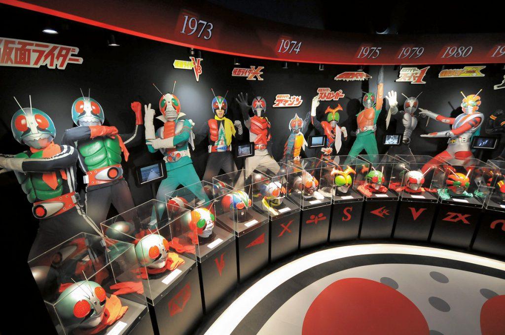 歴代ライダーのマスクがズラリと並ぶ「仮面ライダーの世界」/石ノ森萬画館(宮城県/石巻市)