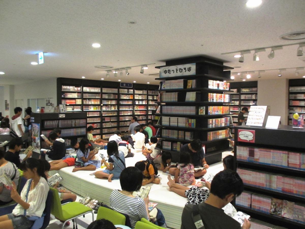 漫画を楽しむ子どもたち/北九州市漫画ミュージアム(福岡県)