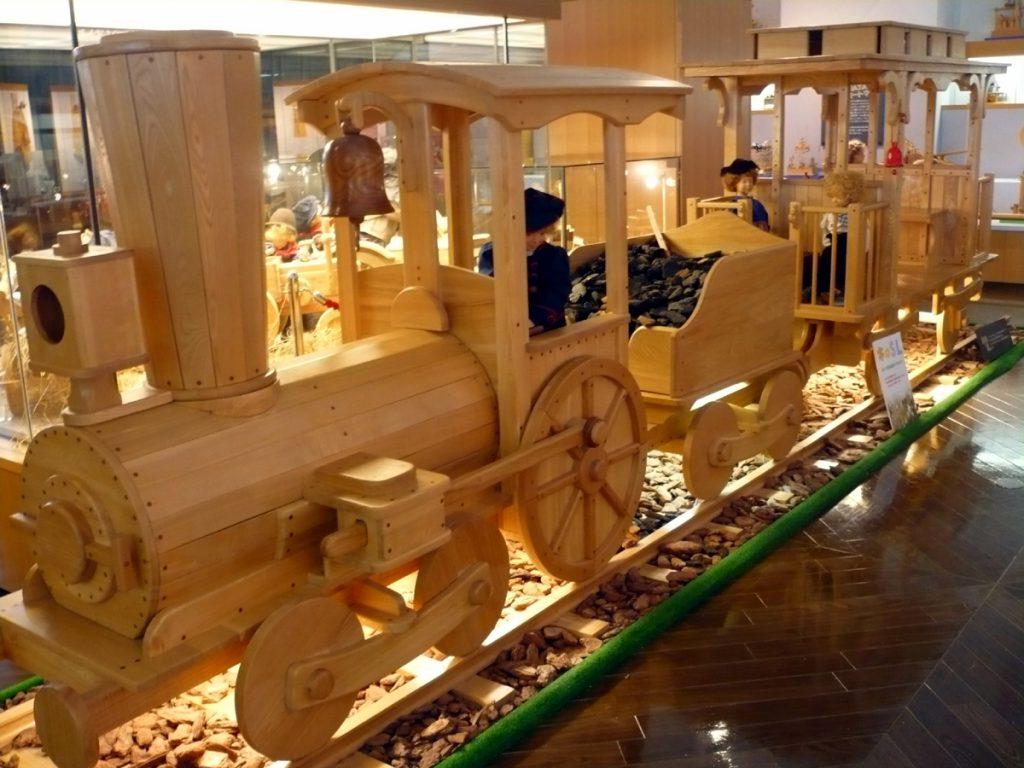 木製のSL/木のおもちゃワールド館ちゃちゃワールド(北海道/遠軽町)