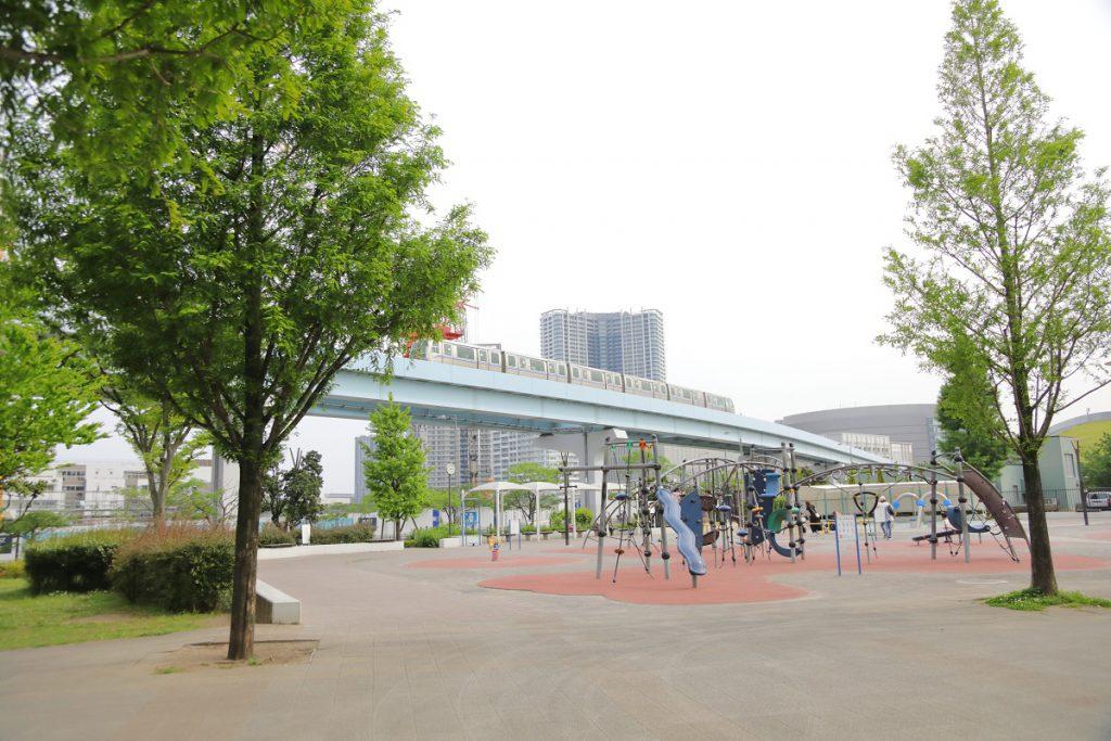 すぐそばにゆりかもめを見ることができる/豊洲公園(東京都/江東区)