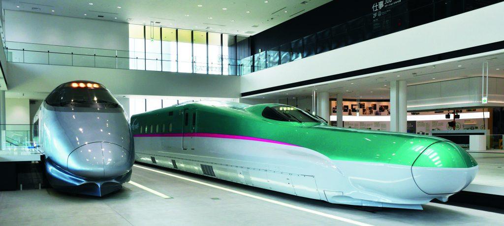 「E5系新幹線電車」モックアップと、山形新幹線「400系新幹線電車」の実物を展示/鉄道博物館(埼玉県/さいたま市)