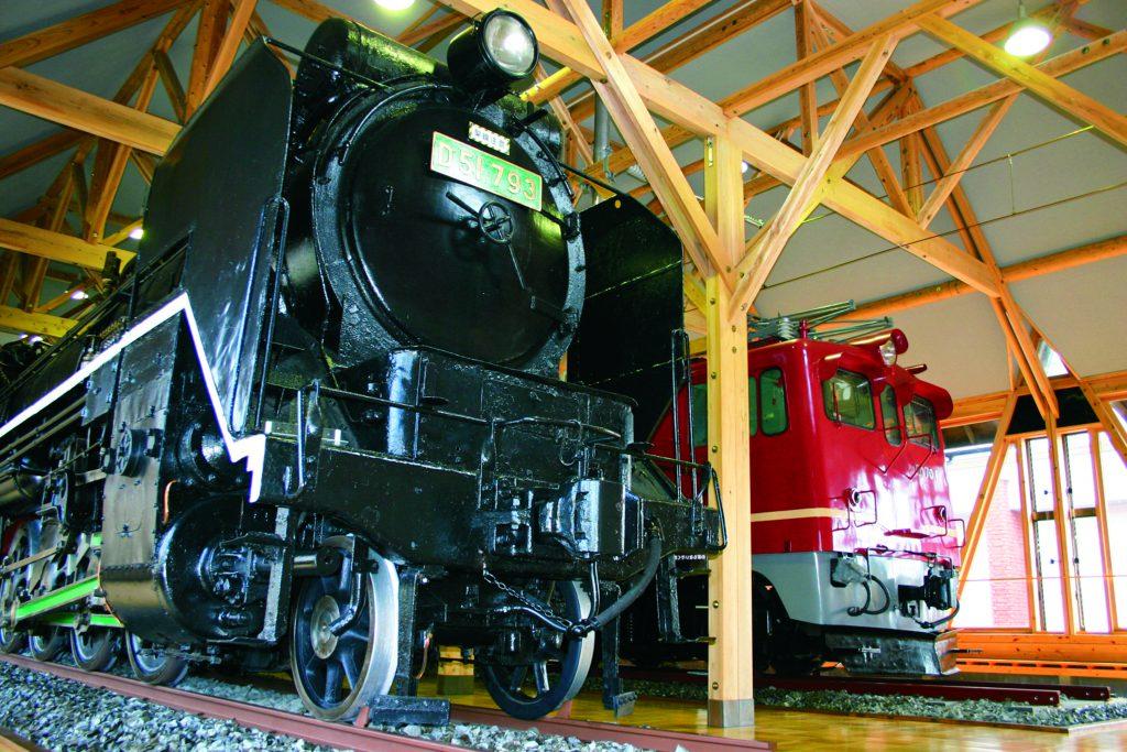 D51形793号蒸気機関車とED70形1号交流電気機関車/長浜鉄道スクエア(滋賀県)