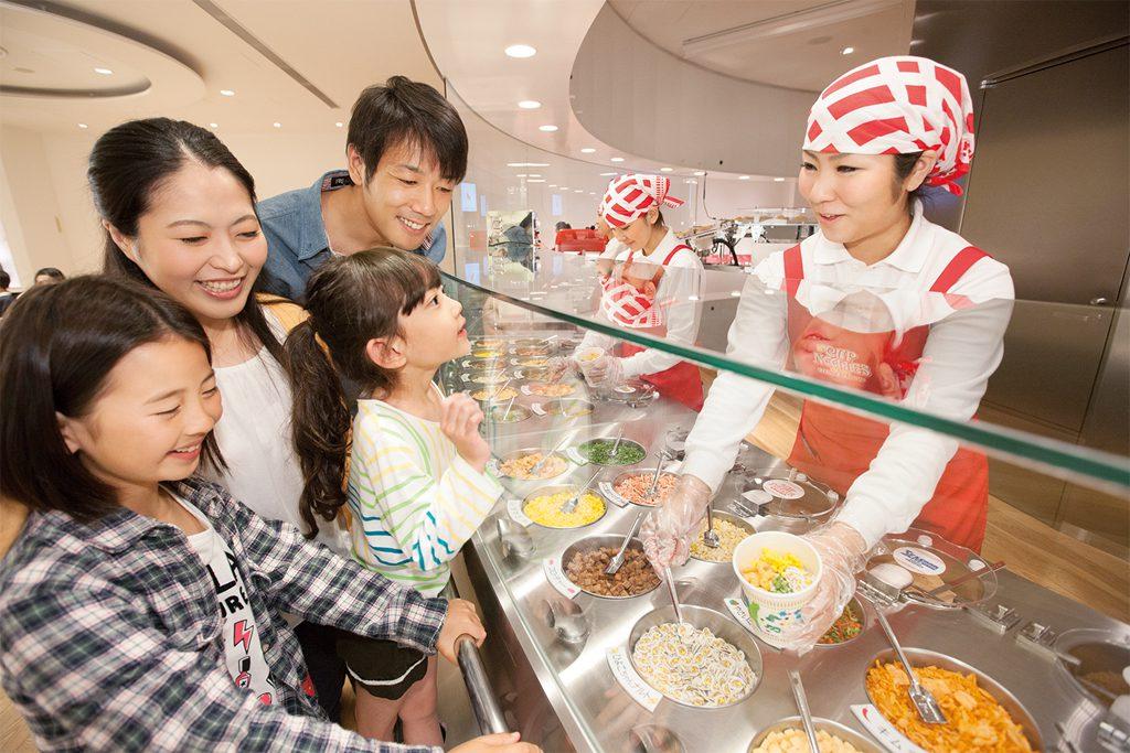 オリジナルのカップヌードルが作れるコーナー/カップヌードルミュージアム 横浜(神奈川県)