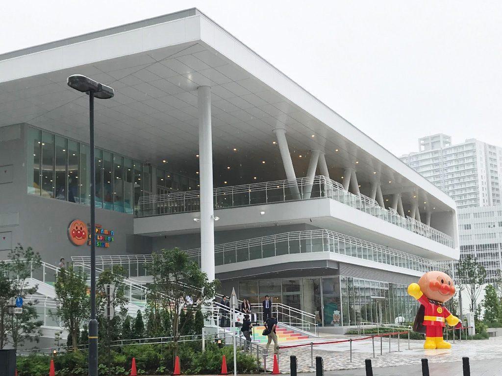 ピカピカのエントランスで「おおきなアンパンマン」がお出迎え/横浜アンパンマンこどもミュージアム(神奈川県/横浜市)