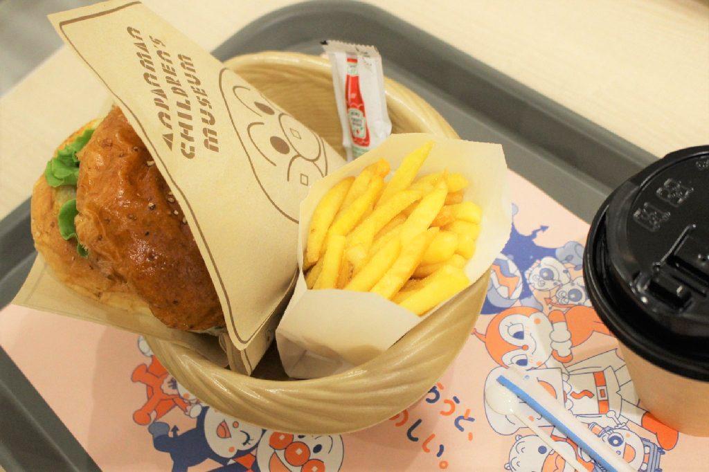 ハンバーガーやさんの「チーズバーガー」/横浜アンパンマンこどもミュージアム(神奈川県/横浜市)