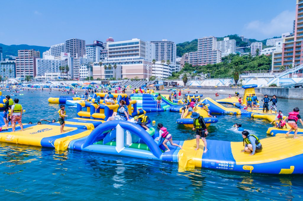 約40m四方のビーチアスレチック/熱海サンビーチウォーターパーク(静岡県/熱海市)