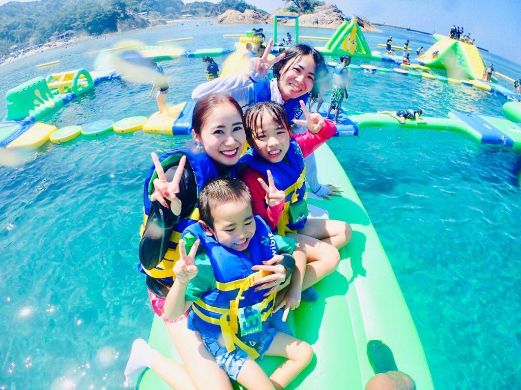 子どもも大人も楽しめる海上アスレチック/フロリックシーアドベンチャーパーク浦富(浦富海水浴場)(鳥取県/岩美町)