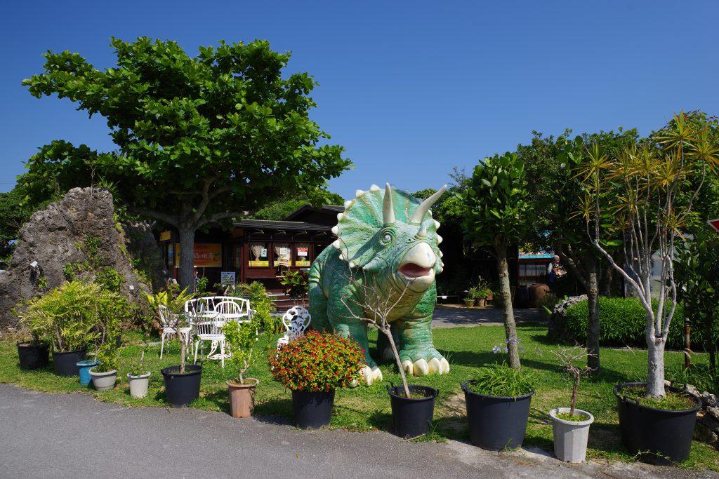 トリケラトプスの模型/くるくまの森ガーデンハウス(沖縄県/南城市)