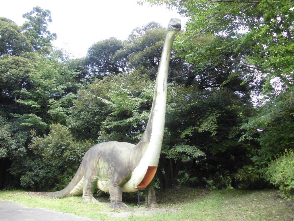 すべり台になっているアパトサウルス/美浦村光と風の丘公園(茨城県/美浦村)