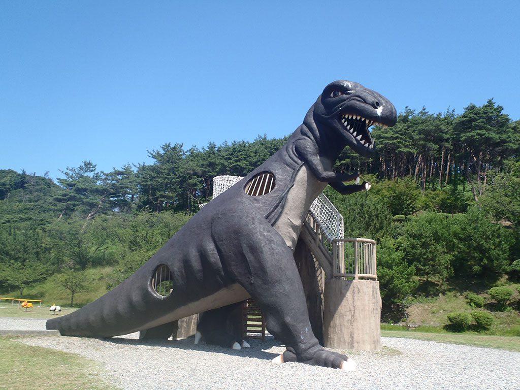 ティラノサウルスのすべり台/いこいの森児童公園(新潟県/村上市)