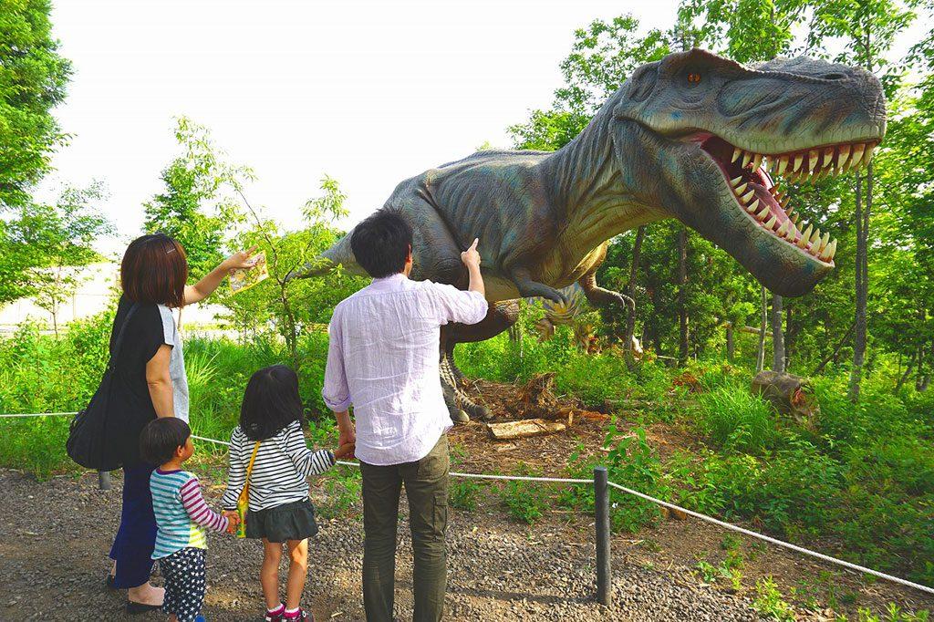 肉食恐竜ティラノサウルスの復元模型/かつやま恐竜の森(福井県/勝山市)