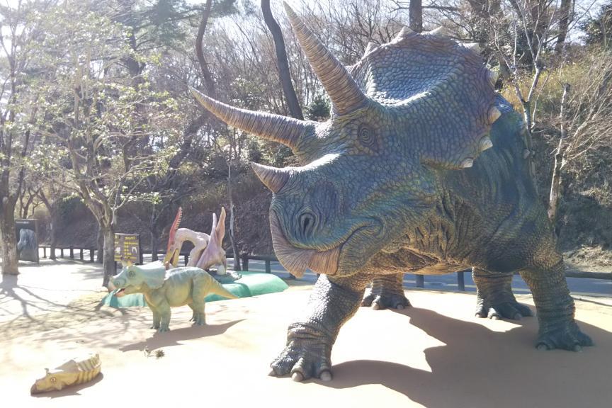 トリケラトプスの親子の復元模型/岡崎市東公園動物園・恐竜広場(愛知県/岡崎市)