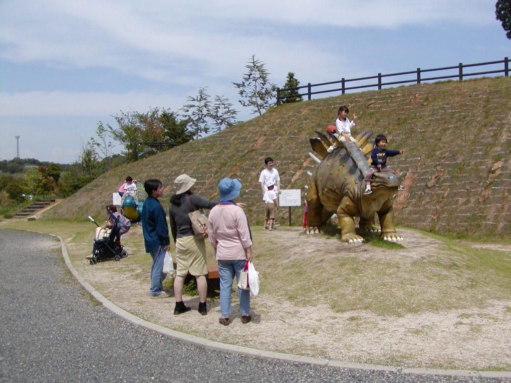 ケントロサウルスの復元模型/蜂ヶ峯総合公園(山口県/和木町)