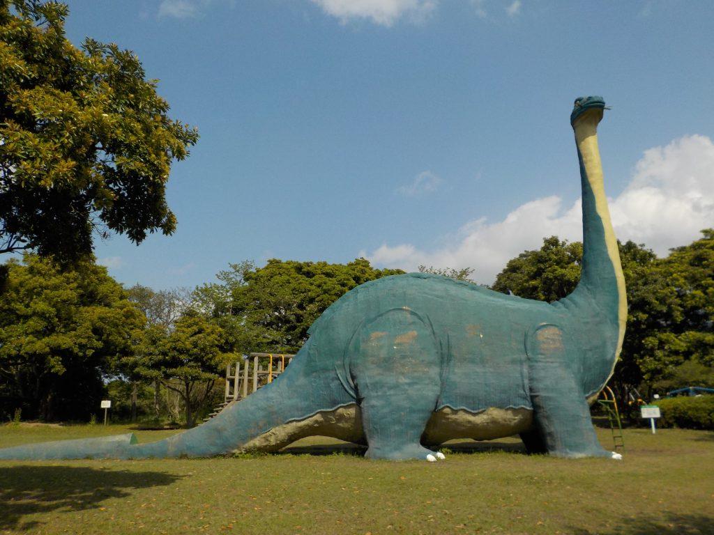 滑り台になっている恐竜/桜島自然恐竜公園(鹿児島県/鹿児島市)