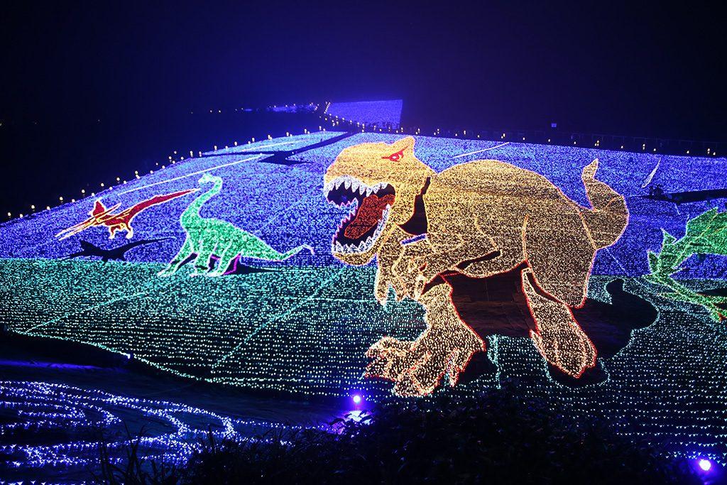 恐竜がテーマの「ジオ・イルミネーション」/スキージャム勝山(福井県)
