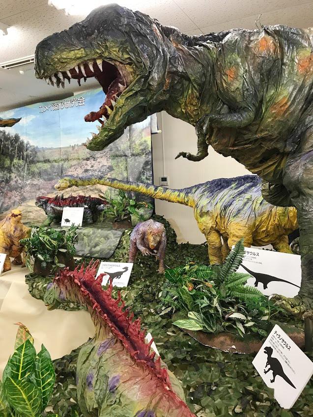 ティラノサウルスなど紙で作られた恐竜たち/奥出雲多根自然博物館(島根県)