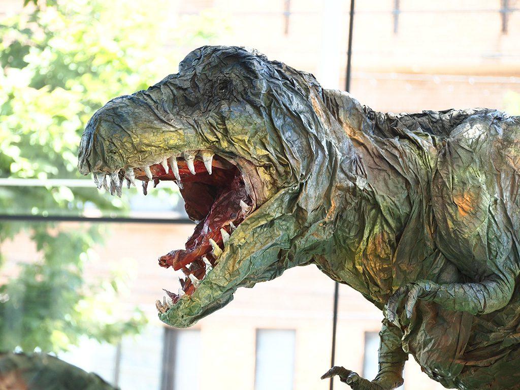 ティラノサウルスほか紙で作った恐竜たちの展示/東急ハンズ広島店(広島県)