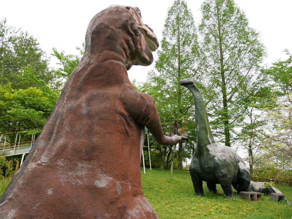 ティラノサウルスとアパトサウルスの復元模型/男女山公園(岡山県/鏡野町)