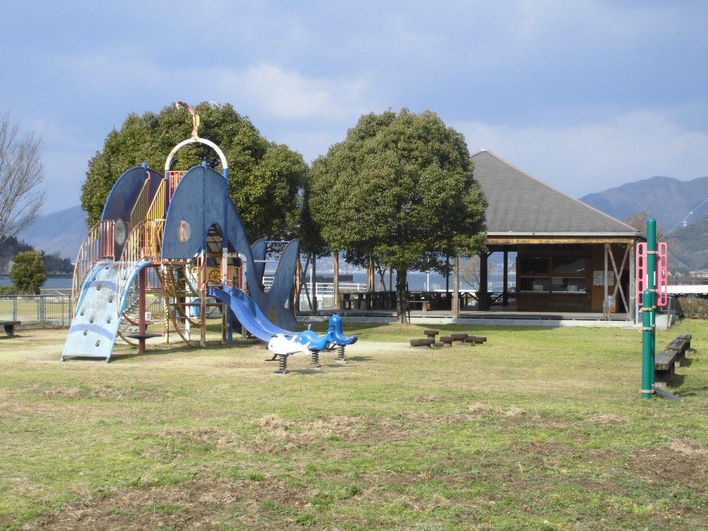 公園内のくじら型遊具/因島アメニティ公園(広島県/尾道市)